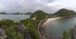 Πανοραμικός κόλπος του τοπικού LAN εκτάριο σεναρίου παραλιών νησιών πιθήκων, προορισμός ορόσημων, νησιά BA γατών, Βιετνάμ στοκ φωτογραφίες