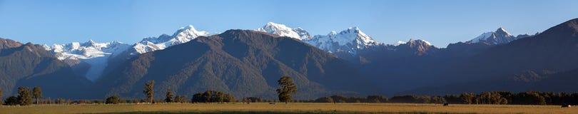 Πανοραμικός πυροβολισμός των νότιων Άλπεων, Νέα Ζηλανδία Μεγάλο ψήφισμα Στοκ Εικόνες