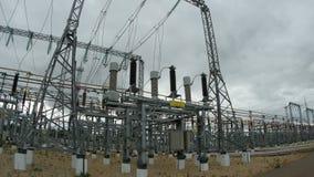 Πανοραμικός σταθμός ηλεκτρικής δύναμης άποψης μεγάλος φιλμ μικρού μήκους