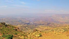 Πανοραμικός στην αιθιοπικές πεδιάδα και τη τεκτονική τάφρο από τις ορεινές περιοχές βουνών Simien, Αιθιοπία, Ανατολική Αφρική απόθεμα βίντεο