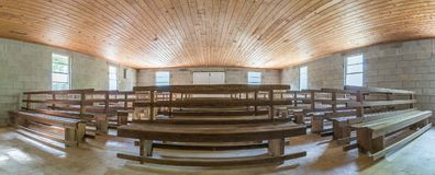 Πανοραμικός συλλάβετε του παλαιού εσωτερικού εκκλησιών Στοκ Εικόνα