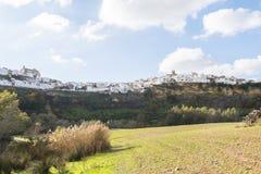 Πανοραμικός Arcos de του Λα Frontera, άσπρη πόλη που στηρίζεται σε ένα Al βράχου Στοκ Φωτογραφίες