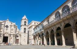 Πανοραμικός Plaza de Λα Cathedral στην παλαιά Αβάνα με το baroqu Στοκ Εικόνες