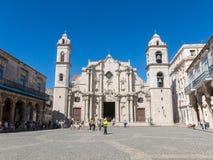 Πανοραμικός Plaza de Λα Cathedral στην παλαιά Αβάνα με το baroqu Στοκ Φωτογραφίες