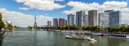 Πανοραμικός Sena του ποταμού με τον πύργο του Άιφελ στο Παρίσι Στοκ Εικόνες