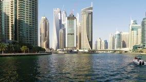 πανοραμικό ηλιοβασίλεμα σκηνής μαρινών του Ντουμπάι εικονικής παράστασης πόλης φιλμ μικρού μήκους
