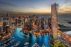 πανοραμικό ηλιοβασίλεμα σκηνής μαρινών του Ντουμπάι εικονικής παράστασης πόλης Στοκ εικόνες με δικαίωμα ελεύθερης χρήσης