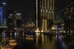 πανοραμικό ηλιοβασίλεμα σκηνής μαρινών του Ντουμπάι εικονικής παράστασης πόλης Στοκ Φωτογραφίες