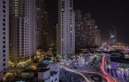 πανοραμικό ηλιοβασίλεμα σκηνής μαρινών του Ντουμπάι εικονικής παράστασης πόλης Στοκ Εικόνες