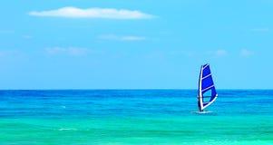 πανοραμικό παιχνίδι τοπίων παραλιών windsurfer Στοκ Φωτογραφίες