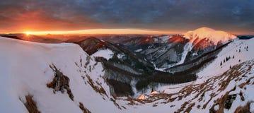 Πανοραμικό χειμερινό τοπίο βουνών, Σλοβακία Στοκ Εικόνα