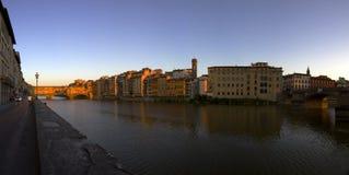Πανοραμικό Ponte Vecchio κατά τη διάρκεια του ηλιοβασιλέματος, Φλωρεντία Στοκ Εικόνα