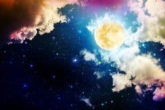 Πανσέληνος με τα αστέρια στο σκοτεινό νυχτερινό ουρανό στοκ φωτογραφία
