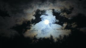 Πανσέληνος και σύννεφα 04 απόθεμα βίντεο