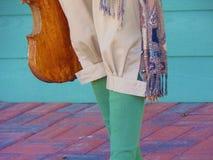 Παντελόνι και περικνημίδες με το βιολί στοκ εικόνες