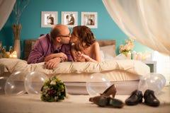 Παντρεμένο ζευγάρι στο μήνα του μέλιτος Στοκ φωτογραφία με δικαίωμα ελεύθερης χρήσης