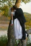 παντρεμένο πρόσφατα ζευγάρι Στοκ φωτογραφία με δικαίωμα ελεύθερης χρήσης