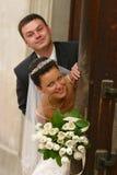 παντρεμένο πρόσφατα ζευγά&rh Στοκ εικόνα με δικαίωμα ελεύθερης χρήσης