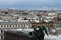 Πανόραμα Αγίου Πετρούπολη, Ρωσία, από την κιονοστοιχία του καθεδρικού ναού Αγίου Isaacs στοκ εικόνες με δικαίωμα ελεύθερης χρήσης