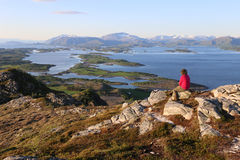 Πανόραμα από την κορυφή του βουνού Torghatten κοντά σε Bronnoysund Νορβηγία Στοκ εικόνες με δικαίωμα ελεύθερης χρήσης