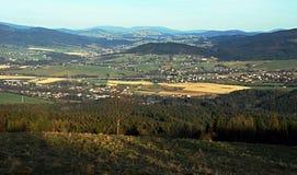 Πανόραμα από το λόφο Mala Kycera στα βουνά Moravskoslezske Beskydy Στοκ Εικόνες