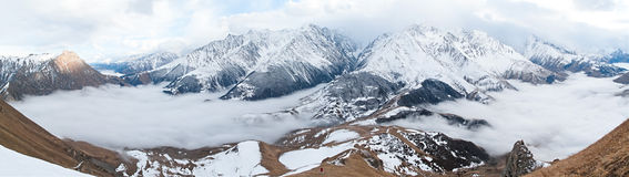 πανόραμα βουνών Καύκασου στοκ εικόνες