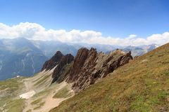 Πανόραμα βουνών με Rote Saule και το συνταγματάρχη Sajatscharte στις Άλπεις, Αυστρία στοκ εικόνα