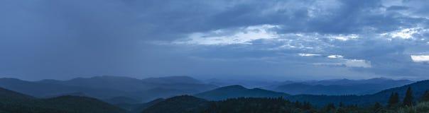 Πανόραμα βουνών της βόρειας Καρολίνας του Άσβιλλ Στοκ φωτογραφία με δικαίωμα ελεύθερης χρήσης