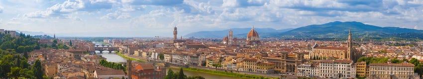 Πανόραμα εικονικής παράστασης πόλης του ποταμού, των πύργων και των καθεδρικών ναών Arno της Φλωρεντίας Στοκ Εικόνες