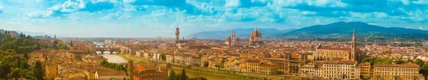 Πανόραμα εικονικής παράστασης πόλης του ποταμού, των πύργων και των καθεδρικών ναών Arno της Φλωρεντίας Στοκ φωτογραφίες με δικαίωμα ελεύθερης χρήσης