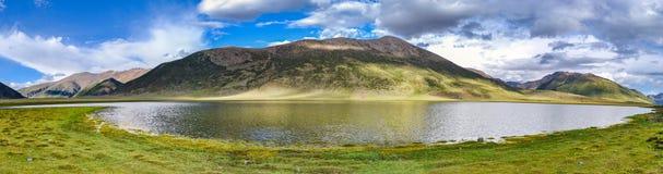Πανόραμα ενός βουνού στο Θιβέτ Στοκ Φωτογραφίες