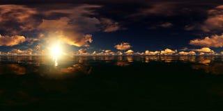 Πανόραμα ενός μπλε ουρανού με τα χρυσά σύννεφα στον ωκεανό ελεύθερη απεικόνιση δικαιώματος