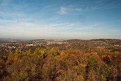Πανόραμα επαρχίας Vogtland φθινοπώρου από την επιφυλακή Julius-Mosen-Turm Στοκ Εικόνα