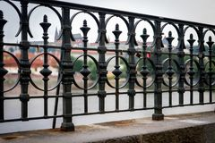 Πανόραμα κάστρων της Πράγας από τη γέφυρα στοκ εικόνες