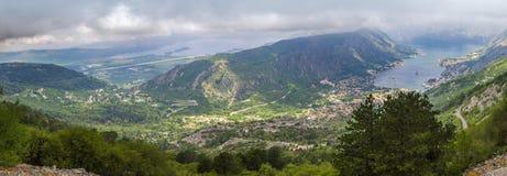 Πανόραμα κόλπων Kotorska Boka στο Μαυροβούνιο από το βουνό ανωτέρω Στοκ εικόνες με δικαίωμα ελεύθερης χρήσης