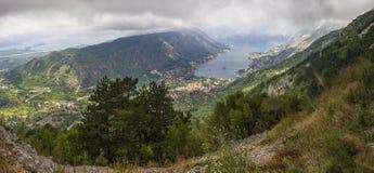 Πανόραμα κόλπων Kotorska Boka στο Μαυροβούνιο από το βουνό ανωτέρω Στοκ φωτογραφίες με δικαίωμα ελεύθερης χρήσης