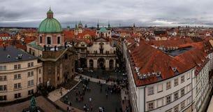 Πανόραμα με τον ορίζοντα της παλαιάς πόλης της Πράγας Στοκ Φωτογραφία