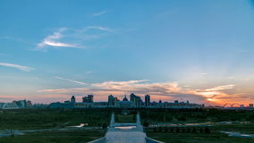 Πανόραμα με το ηλιοβασίλεμα της πόλης Astana timelapse και της κατοικίας Akorda του Προέδρου με το πάρκο φιλμ μικρού μήκους