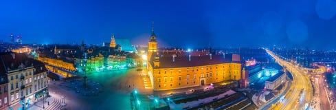 Πανόραμα νύχτας του βασιλικού Castle και της παλαιάς πόλης στη Βαρσοβία Στοκ Εικόνες