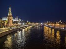 Πανόραμα νύχτας του ποταμού του Κρεμλίνου και της Μόσχας Στοκ φωτογραφία με δικαίωμα ελεύθερης χρήσης