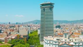 Πανόραμα πόλεων της Βαρκελώνης που καθιερώνει το πυροβοληθε'ν χαρακτηριστικό ισπανικό κτήριο φιλμ μικρού μήκους