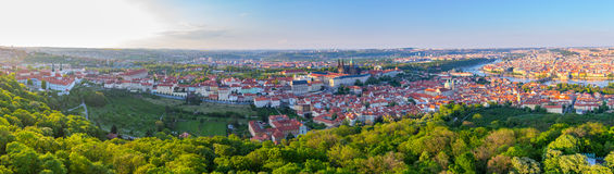 Πανόραμα πόλεων της Πράγας στο ηλιοβασίλεμα, εικόνα υψηλής ανάλυσης, Δημοκρατία της Τσεχίας Στοκ φωτογραφία με δικαίωμα ελεύθερης χρήσης