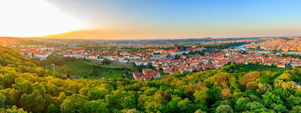 Πανόραμα πόλεων της Πράγας στο ηλιοβασίλεμα, εικόνα υψηλής ανάλυσης, Δημοκρατία της Τσεχίας Στοκ Φωτογραφία