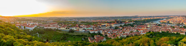 Πανόραμα πόλεων της Πράγας στο ηλιοβασίλεμα, εικόνα υψηλής ανάλυσης, Δημοκρατία της Τσεχίας Στοκ Εικόνες
