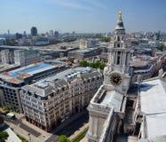 Πανόραμα πύργων ρολογιών καθεδρικών ναών του ST Paul του Λονδίνου. Στοκ εικόνα με δικαίωμα ελεύθερης χρήσης