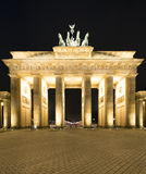 Πανόραμα σκαπανών Brandenburger (πύλη του Βραδεμβούργου), διάσημο ορόσημο στη νύχτα του Βερολίνου Γερμανία στοκ εικόνα