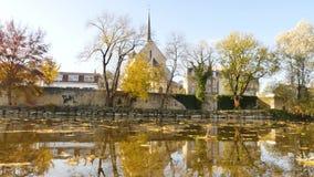 Πανόραμα στην πόλη του Poitiers, Γαλλία Ποταμός Clain φθινοπωρινά φύλλα φιλμ μικρού μήκους