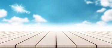 Πανόραμα σύγχρονο ξύλινο tabletop με το μουτζουρωμένο καλοκαίρι cloudscape Στοκ Φωτογραφία