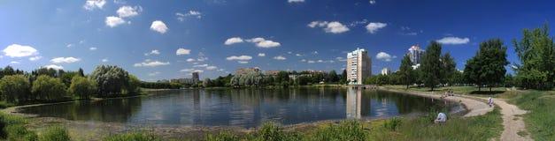 Πανόραμα της λίμνης πόλεων Στοκ εικόνες με δικαίωμα ελεύθερης χρήσης