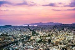 Πανόραμα της Αθήνας στο ηλιοβασίλεμα όμορφη εικονική παράσταση & Στοκ Εικόνες